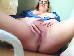 Heavy White Chick.. Masturbating til She Squirts