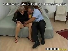 Wild experienced mother wants her son&#039_s pecker - HornBunny.com