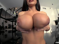 LiveGonzo Lisa Ann Big titted Aged Vixen Gets Down and Dirt