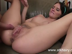 Pregnant and shaggy young lady Kelly Klass find enjoyment in rectal sex