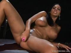 Sizzling Veronica Rayne toy screws her dripping slot