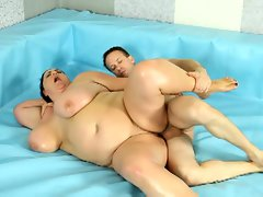 Alluring bbws fight bare on the ring