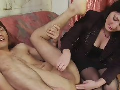 Dominant vixen pleases with her fingers