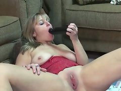 Hd attractive mature liisa screws a big black fake penis