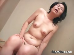 Experienced Asian nympho masturbates as she part1