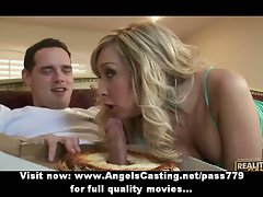 Amateur tempting tempting blonde lassie talking with the pizza man in living room