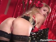 Buxom blond Mummy screws her twat part3