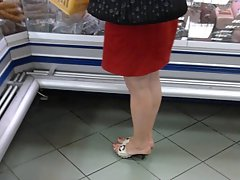 Candid Attractive mature Feet in pums at the store