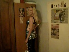 31.08.2012 - Light-haired lady in shiny dress