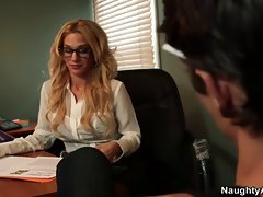 Luscious tattooed office chick Sarah Jessie bangs man on desk