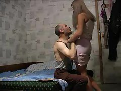 Amateur couple filmed going crazy in bed