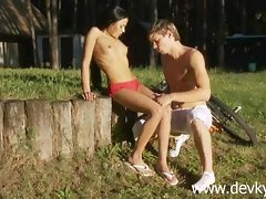 Slutty russian couple and outdoor oral sex