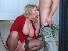 Plump mommy in stockings screwed deep