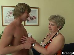 Seductive mom wants his 18yo dick
