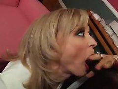 Filthy mummy likes black penis in her seductive anal