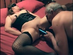 Kinky couple has fun with muff play