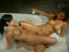 Models get soapy and sexual in the filthy tub