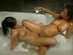 Lesbos in the bathtub are attractive stuff
