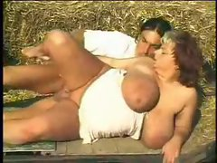 He strokes on her Thick hooters outdoors