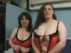 Two plumper amateurs in lingerie make porn