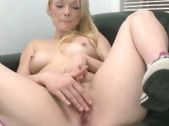 18 years old amateur luscious cutie with little twat ready for a excellent sex.