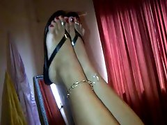 attractive mature Thick latina feet