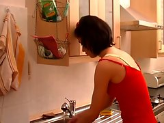 Sensual Mummy Screwed Wild In Kitchen !