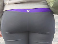 Candid whooty naughty bum in yoga pant of NYC