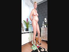 Slideshow of pregnant blond Veronica (3)