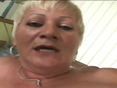 Alluring granny Amanda is a banging machine!