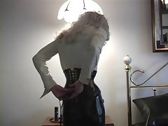 Sensual dominatrix bitch gets act
