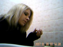 Luscious 19 years old lassie spied on toilet 2