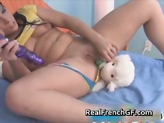 Filthy french girlfriend screws her vagina part2