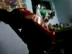aunty put her panty with saree