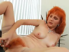 Redhead mummy bangs very hairy vagina