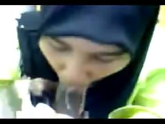 Hijabi fellatio and drinking cum