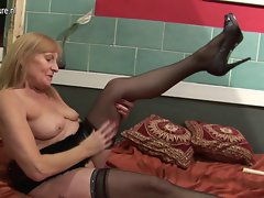 Amateur nympho grandmother playing with her moist experienced twat