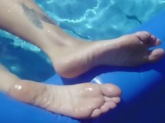My feet in the Pool
