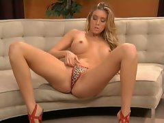 Samantha Saint plays with her muff through her panties