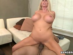 Samantha Silver wraps her piss flaps round a fat pecker
