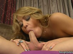 Alluring Mia Lelani wraps her lips round a hard shaft
