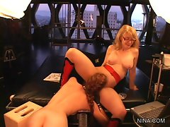 Tramp Justine Jolie caresses out Nina Hartley's fur burger