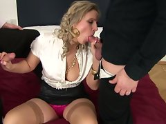 Voluptuous vixen gets her mouth crammed with penis