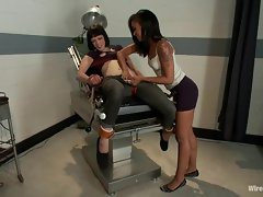 Charming Asphyxia lets Skin Diamond tied her down
