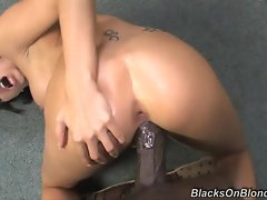 Rampant Juelz Ventura gets thumped up her rosy taco