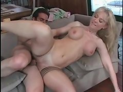 Raunchy Nina Hartley gets a minge twinge from this dick