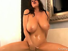 Luscious Kelly Madison loves teasing her dripping clit