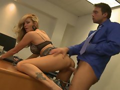 Jessica Drake break her cherry with a wild on prick