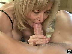 Sensual Nina Hartley spreads her lips round a fat pecker