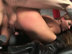 Cindy Hope gets screwed so nice in her tense vulva until she cums